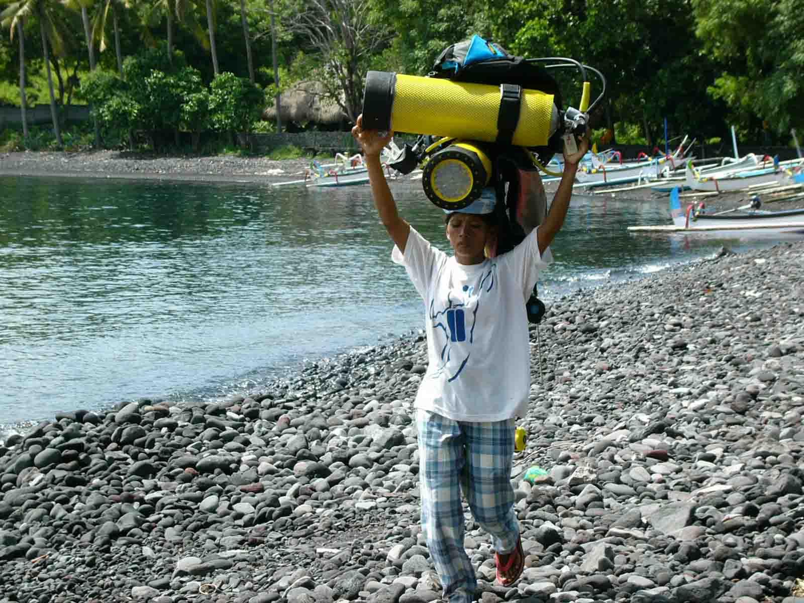 Dive Tank Porter Girl Bali Indonesia